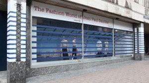 VZ raamdecoratie Jean Paul Gaultier 300x169 - Al 25 jaar city dressing